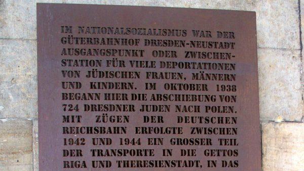 Gedenktafel am Bahnhof Neustadt