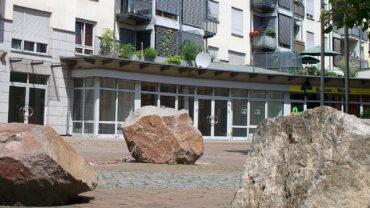 Schwere Steine kennzeichnen die Albertpassage.