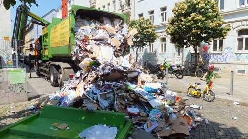 Müllwagenauslauf auf der Sebnitzer Straße, anklicken zum Vergrößern.