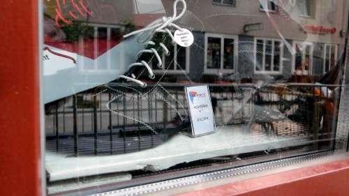 Neuer Schuhladen auf der Alaunstraße. Anklicken, um das Bild zu vergrößern.