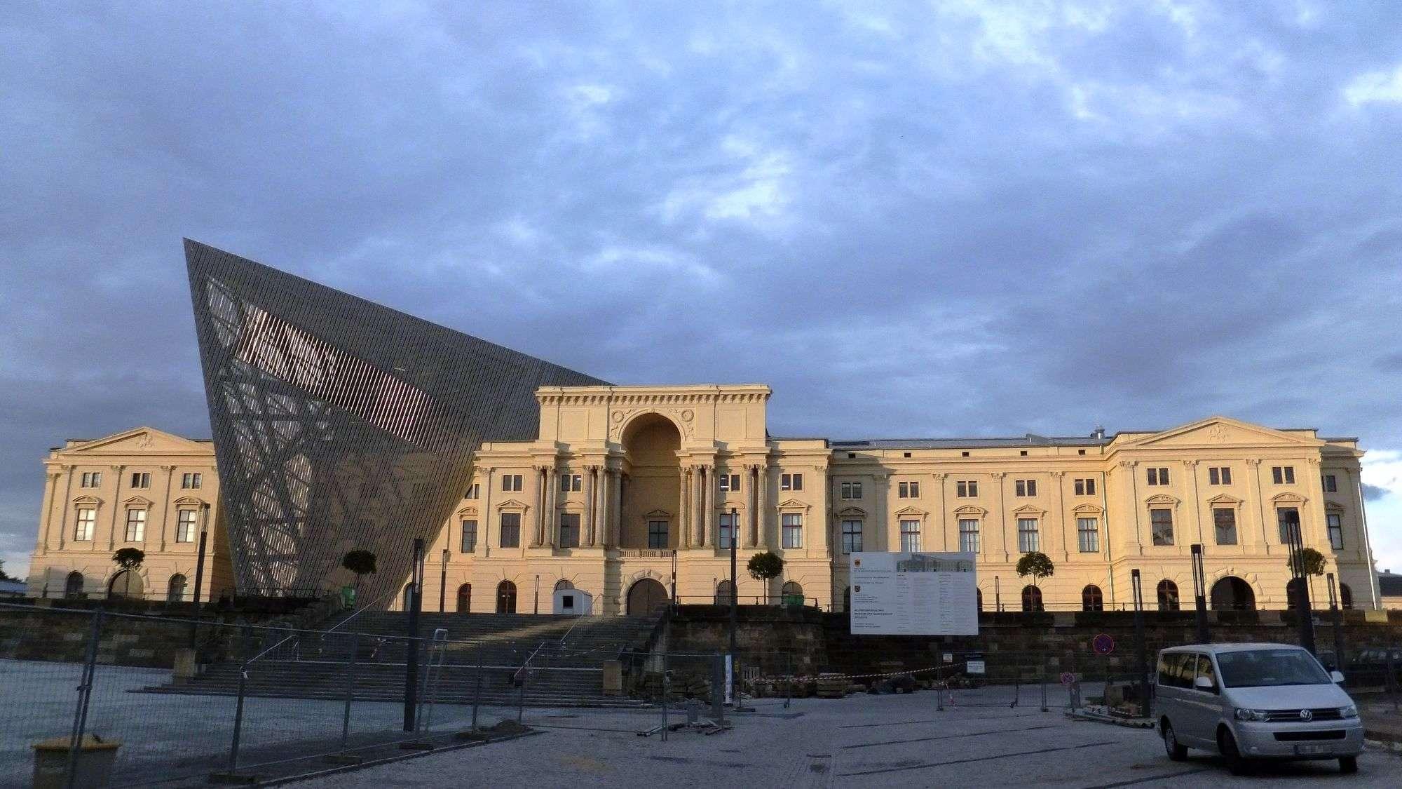 Militärhistorisches Museum mit Libeskind-Keil