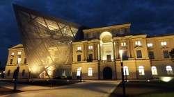 Militärhistorisches Museum bei Nacht.