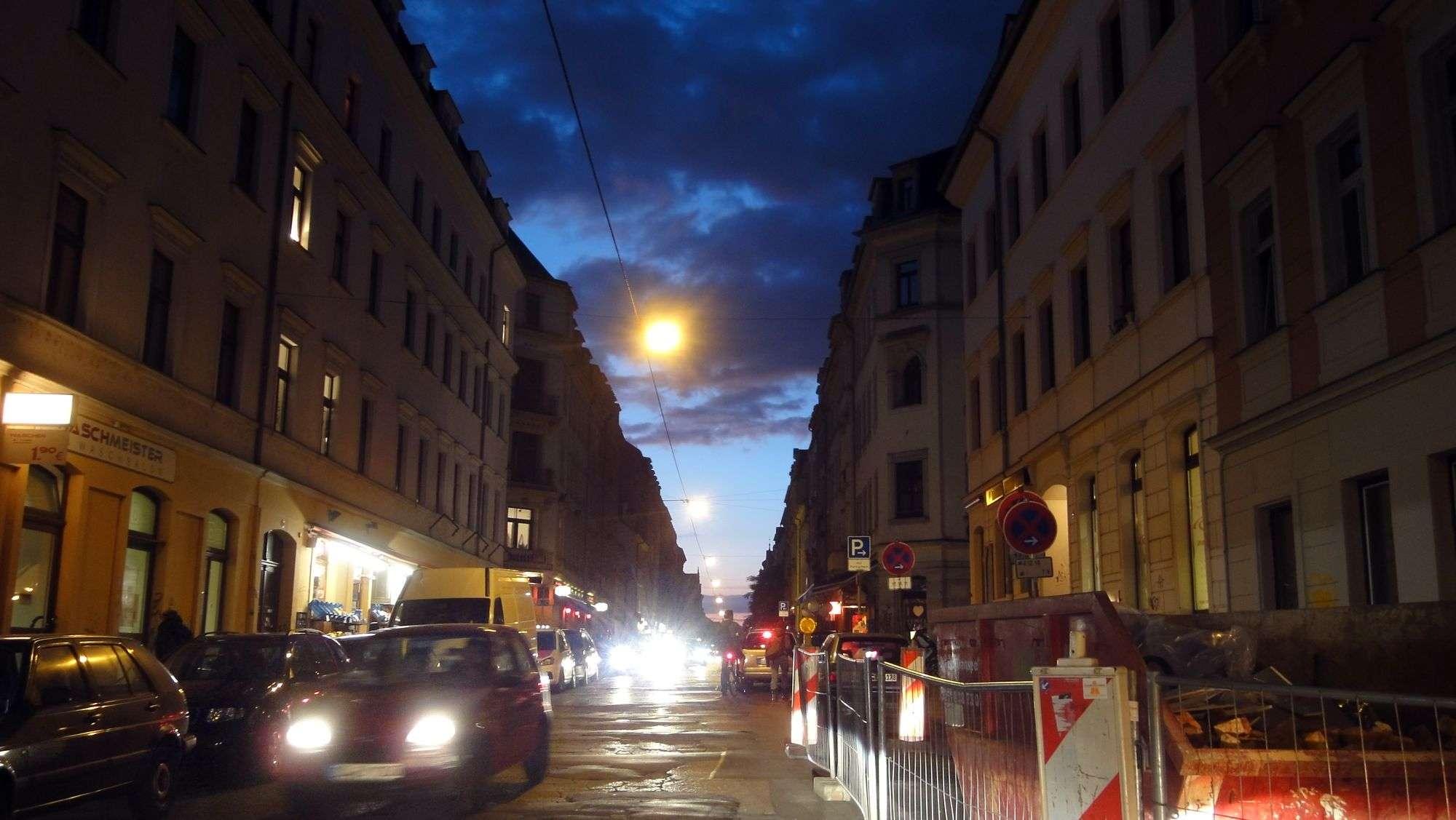 Louisenstraße bei Nacht