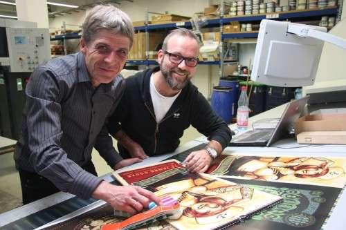 Thomas Pertermann (links) und Lars P. Krause in der Druckerei. Foto: Zänker