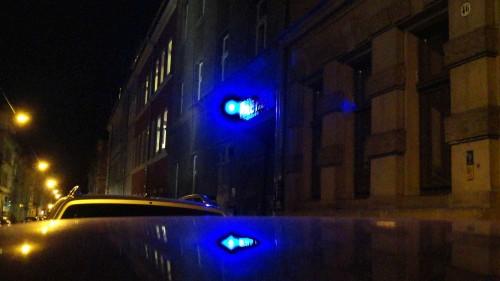 Blaulicht vor der Blauen Fabrik