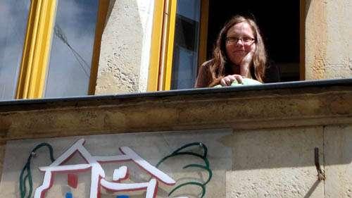Ulla Wacker hat von ihrem Arbeitszimmer einen guten Blick über die Louisenstraße.