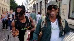 Gute Laune und jede Menge Rhythmus - brasilianische Straßenmusiker