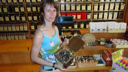 Sandra Schulz hat den Tee- und Kaffeeladen auf der Louisenstraße übernommen.