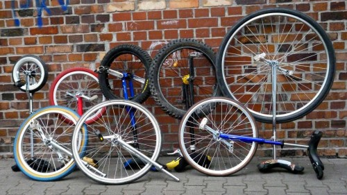 Mit acht Einrädern zur WM nach Brixen.