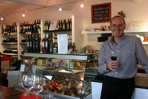 150 Weine aus 25 unterschiedlichen Appellationen Spaniens - und zu jedem kann Carlos die passende Geschichte erzählen.