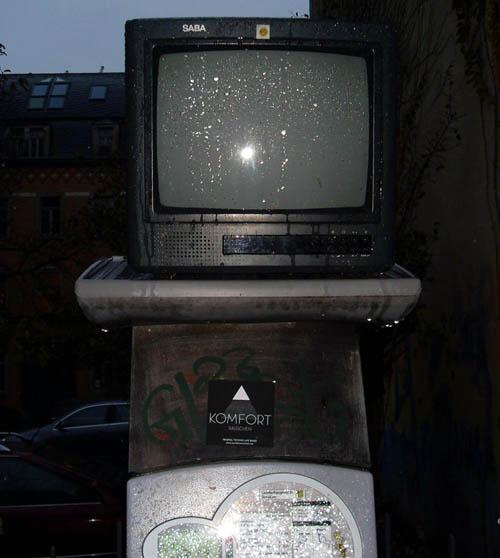 Parkautomaten-TV mit Liveübertragung vom Regen.