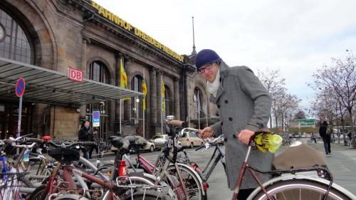 Anfang 2013 forderte der damalige ADFC-Vorstand Konrad Krause mehr Radparkmöglichkeiten, jetzt sind 23 Bügel entstanden. Foto: Archiv
