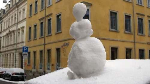 1. Preis in Street-Art - das vergängliche Kunstobjekt aus Weißschnee an der Prießnitzstraße