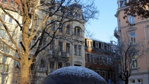 Kugel mit Schneekappe