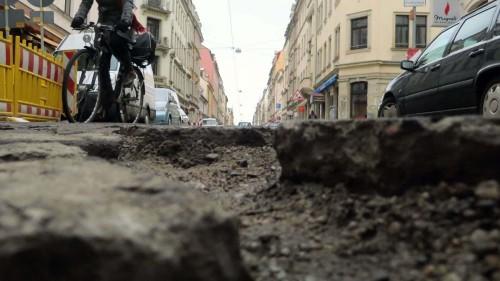 """Eins von vielen. Die Louisenstraße erinnert momentan an vergangene Zeiten als die Neustadt noch """"Auf dem Sande"""" hieß."""