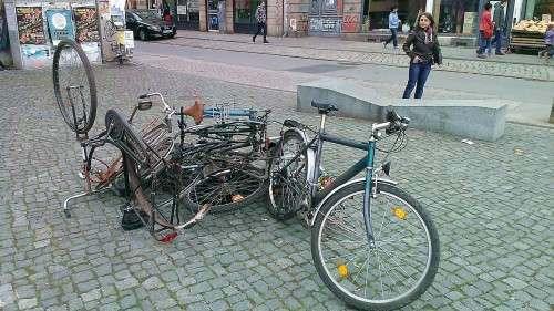 Fahrrad-Haufen oder Kunstobjekt?