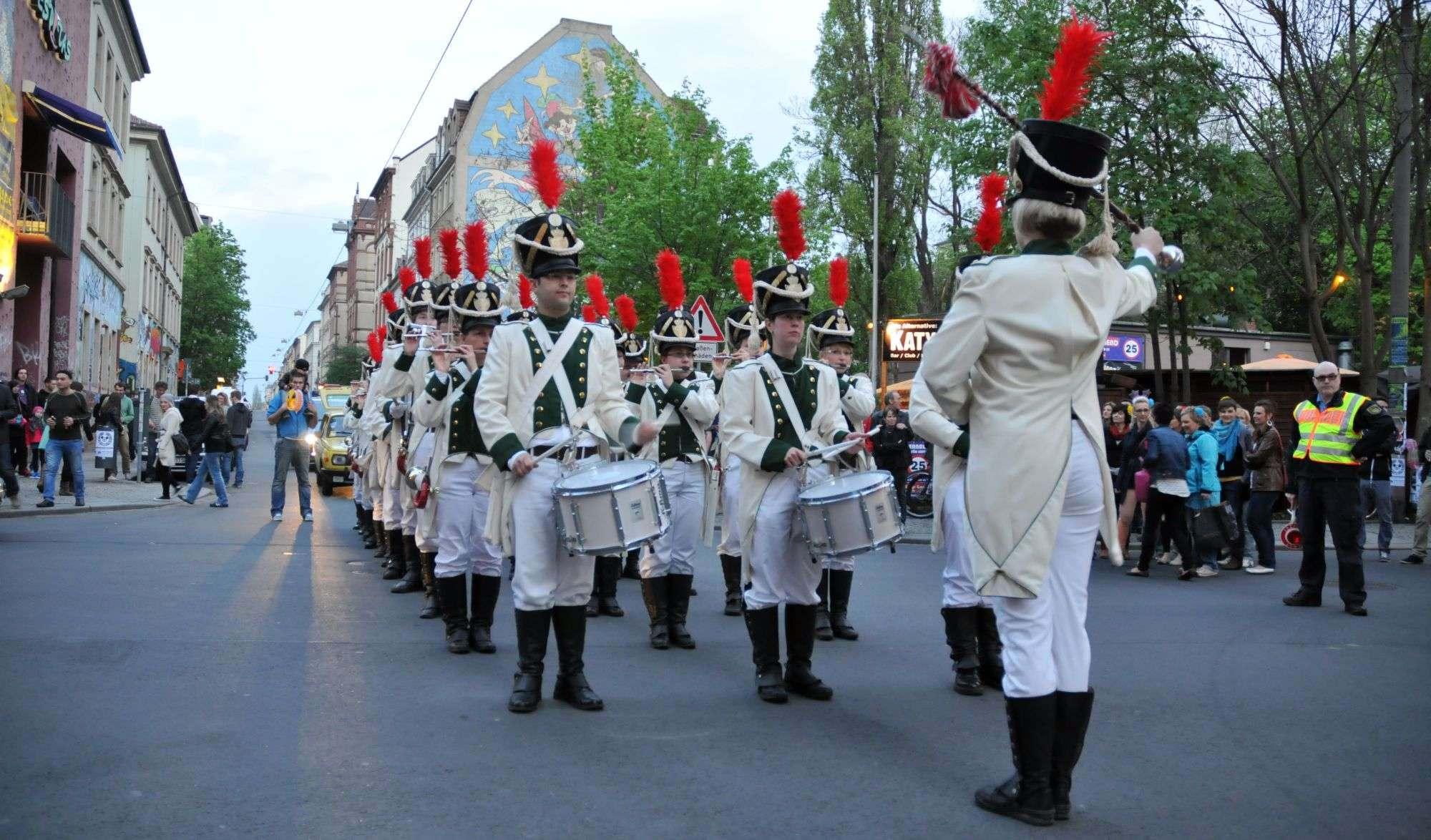 Spielmanns-Umzug durch die Neustadt, organisiert und gefördert von Eck-Stein-Chef Ferenc Weidel.