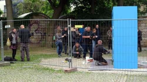 Großer Andrang zur offiziellen Eröffnung des Urinals