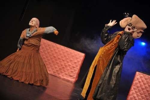 """""""Freakshow"""" - The Best In Town. Performance von Sabine Köhler und Heiki Ikkola. Foto: André Wirsig"""
