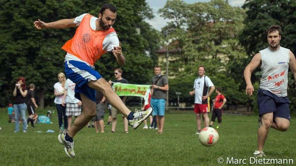 Scharf am Ball - Foto: Archiv 2013/Marc Dietzmann