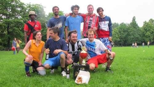 Die Sieger: Die Straßenfussballer - Foto: Pauly