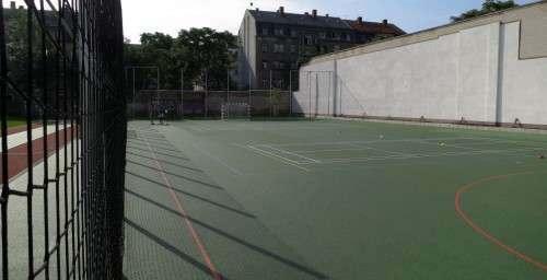 Ballspielfeld für Fußball, Volleyball, Basketball und Völkerball