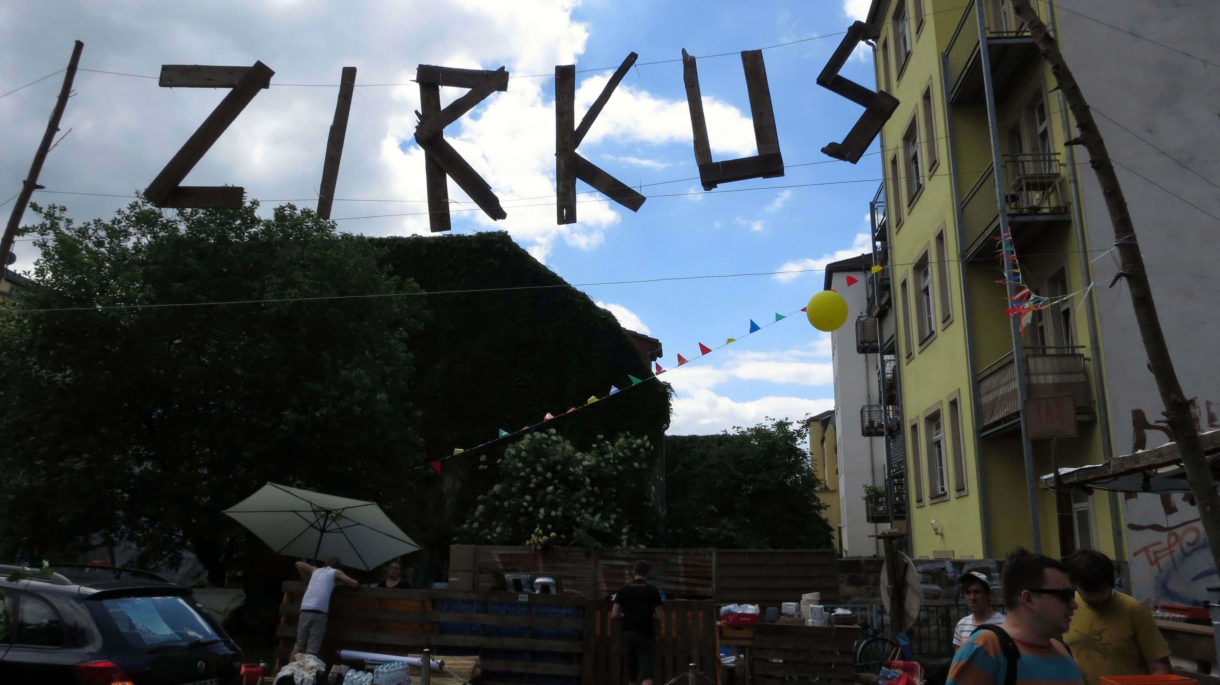 Neu: Auf dem Parkplatz Sebnitzer/Alaunstraße gibt es Zirkus