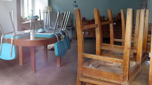 """Stühle hoch und alles ordentlich aufgeräumt - kein Kindergeschrei mehr in der """"Käthe"""""""
