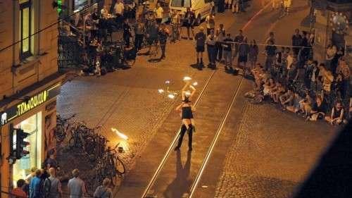Heiße Mitternachtsfeuershow an der Görlitzer/Ecke Louisenstraße