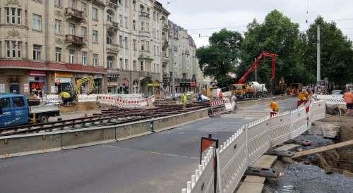 Das neue Straßenbahnkreuz liegt schon, die Zufahrt zur Rothenburger ist nicht möglich.