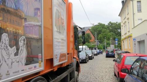 Wenn kein Müllwagen da steht, geht es wieder rein und raus über die Katharinenstraße.