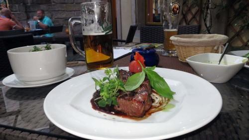 zartes Rumpsteak und tschechisches Bier