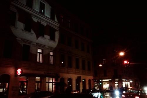 Ein Bat-Signal für die Dresdner Neustadt. Das Foto wurde zur Verfügung gestellt von der Assi-Ecke.