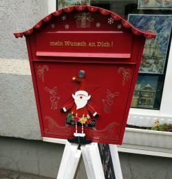 Weihnachtsbriefkasten auf der Rudolf-Leonhard-Straße