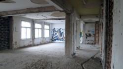 leere Räume voller Graffiti