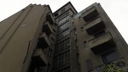 Der dunkelbraun-grauen Turm soll bald in warmweiß erstrahlen.
