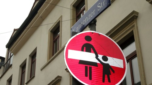 Heißt das jetzt Eingang für Mutter mit Kind verboten?