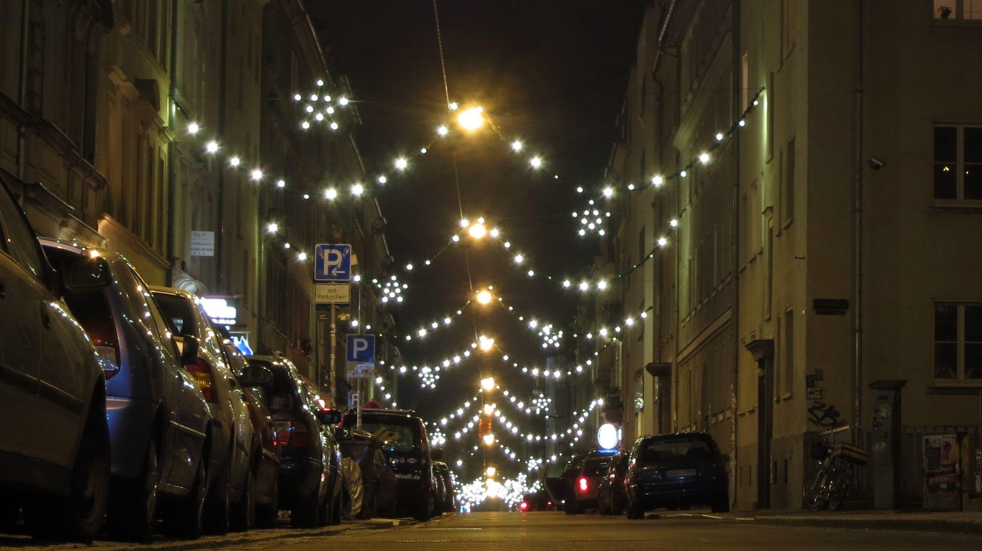 Weihnachtlicher Glanz auf der Alaunstraße