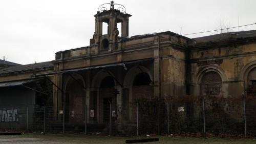Bahnhof hinter Gittern