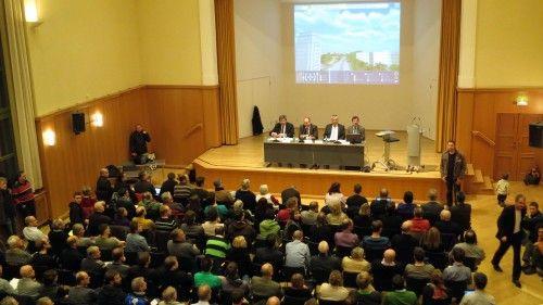 Der Clara-Schumann-Saal im Kulturrathaus war voll.
