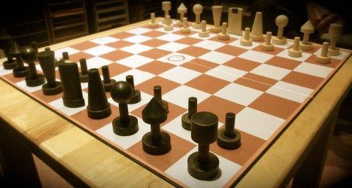 """SchachZWO macht es möglich: Die moderne Variante kann man auf 9×9 oder 7×7 Feldern spielen. In der Mitte befindet sich ein """"nicht-betretbares Feld."""""""
