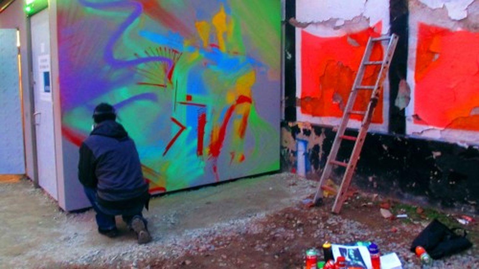 Ab morgen kann man Jimi Hendrix an der Fassade des neuen Örtchens bewundern.