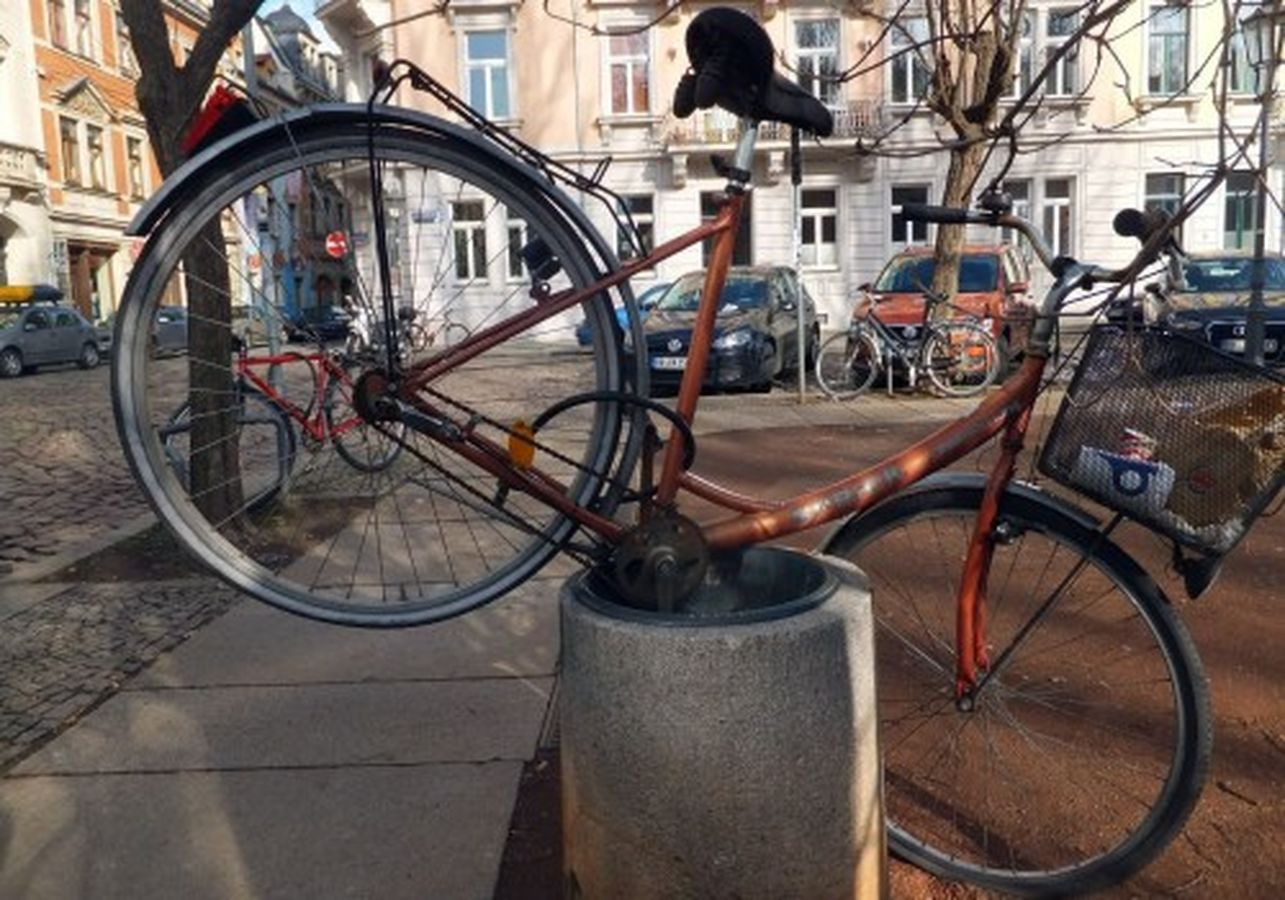 Dies ist eindeutig ein Papier- kein Fahrradkorb.