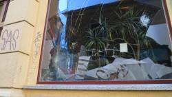 zerstörte Schaufensterscheibe am Pawlow