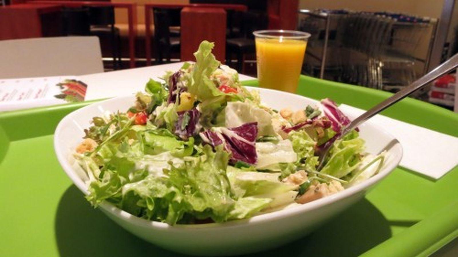 """Salat """"Singapur"""" und ein O-Säftchen"""