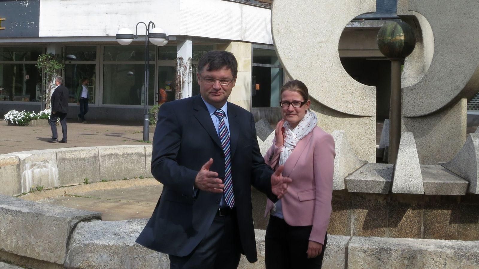 Holger Zastrow und Benita Horst wünschen sich neue Fassaden.