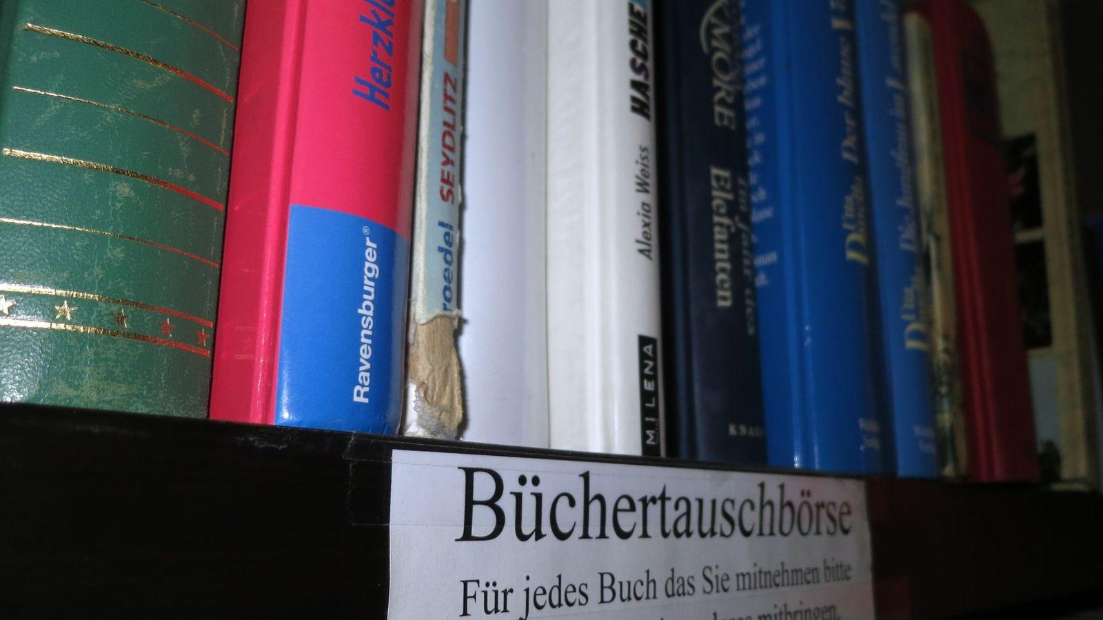 Büchertauschbrett im Waschmeister