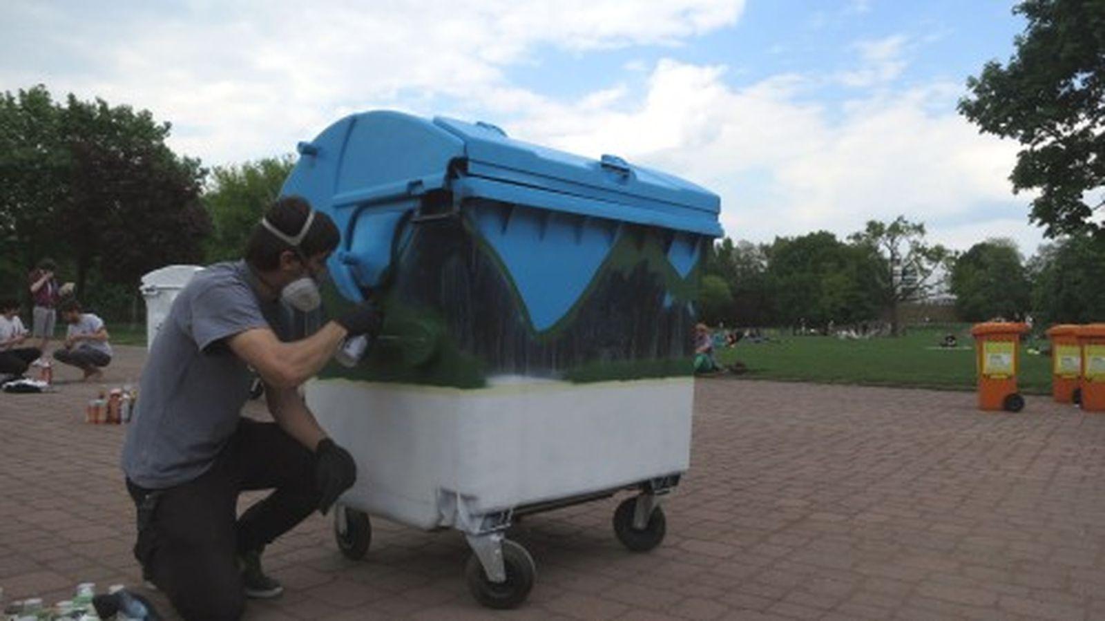 Am Nachmittag gestalteten Graffiti-Künstler die großen Tonnen.