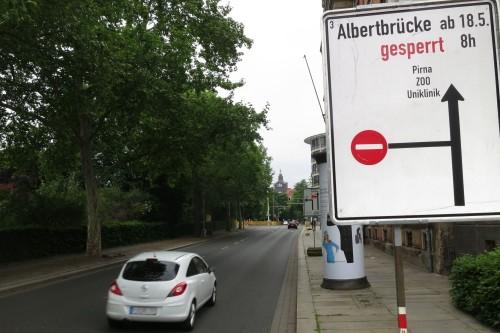 Ab heute für Autos gesperrt: Die Albertbrücke in Richtung Altstadt.