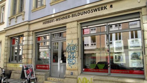 In den Schaufenstern des Wehnerwerks sind zur Zeit Bilder des Künstlers Jürgen Ullrich zu betrachten